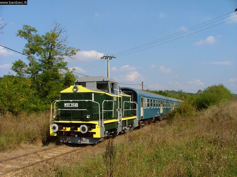 The M32 2040 with the hills of Börzsöny in the background photo