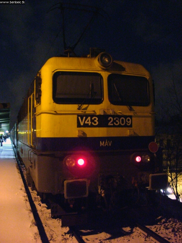 V43 2309 Zuglóban fotó