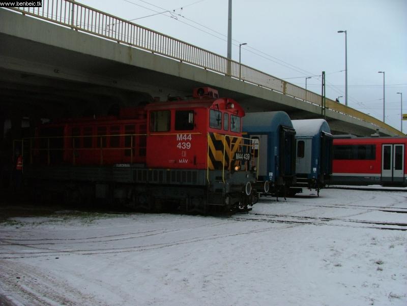 M44 439 a Ferdinánd-híd alatt fotó