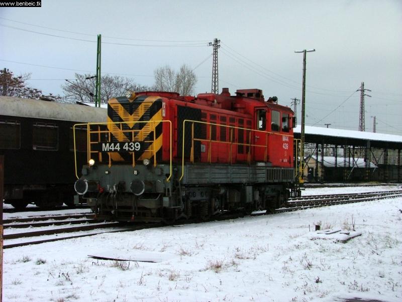 M44 439 fotó