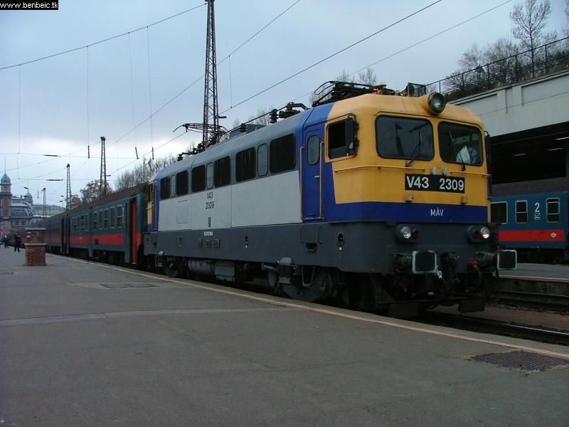 V43 2309 a Nyugatiban fotó