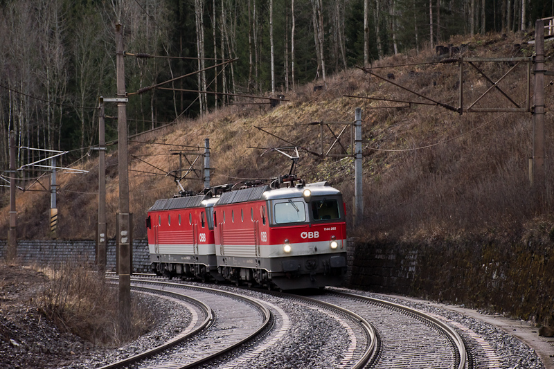The ÖBB 1144 262 and the 11 photo