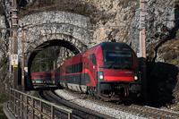 Az ÖBB 80-90 758 pályaszámú, olasz közlekedési engedéllyel rendelkező railjet vezérlőkocsi Wolfsbergkogel és Breitenstein között