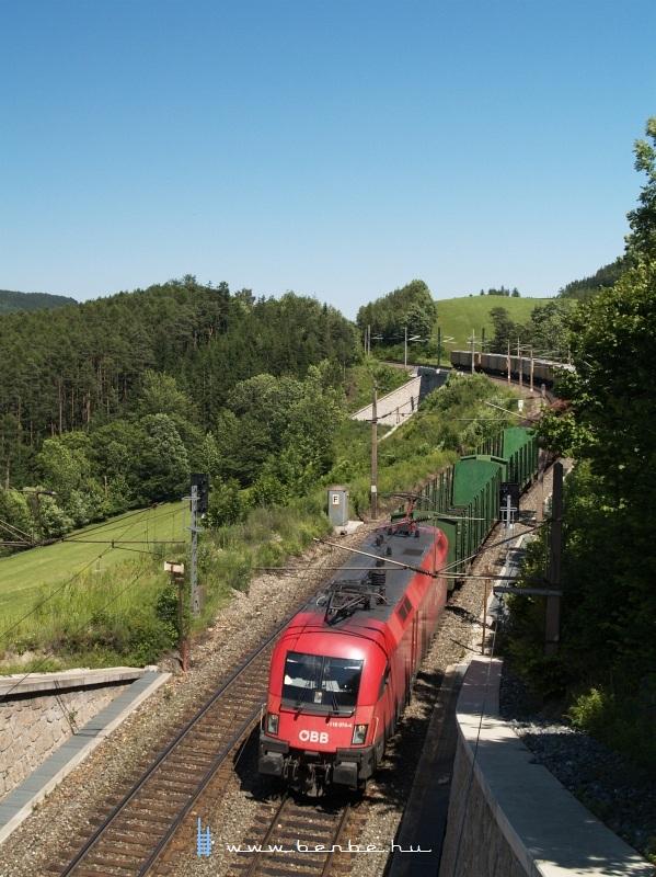 1116 074-4 tehervonattal a Steinbauer tunnel-nél fotó