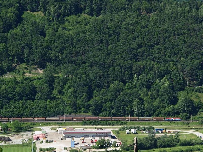 1116 108-0, vagy a horvát színekben pompázó Croatien-lok Schlöglmühlnél fotó