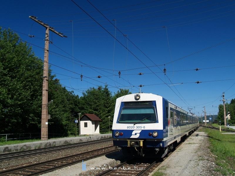 6020 305-6 Eichberg állomáson fotó