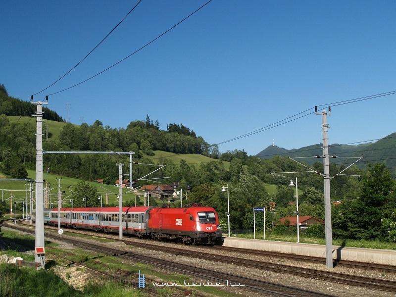 1116 006-6 a Mariborba tartó IC-vel Spital am Semmering állomáson fotó