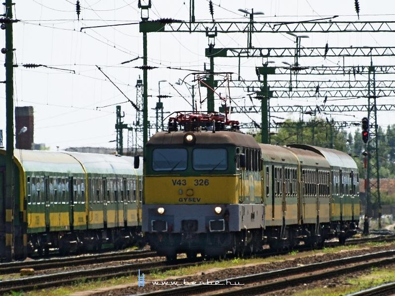 V43 326 Sopronban fotó