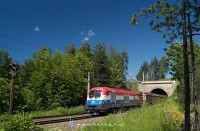 1116 108-0, vagy a horv�t sz�nekben pomp�z� Croatien-lok a Steinbauer-tunneln�l, Eichberg alatt