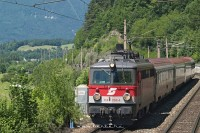 The 1142 704-4 between Payerbach-Reichenau and Schlöglmühl