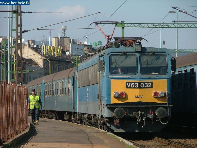 V63 032 a Déli pályaudvaron fotó