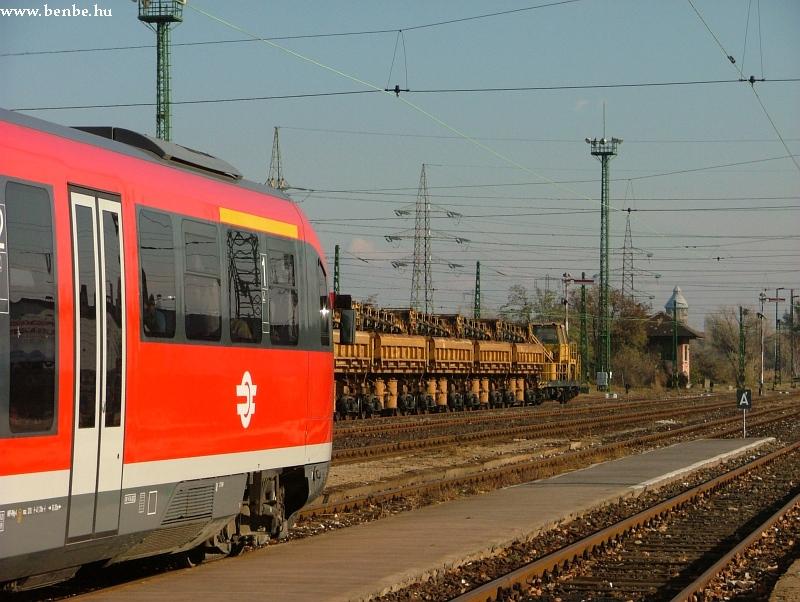 Dozátoros vonat készülõdik Óbuda állomáson fotó