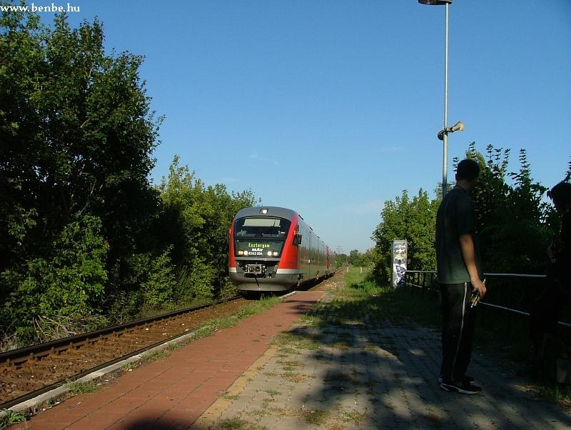 6342 004 Aquincum felsõ megállóhelyre érkezik fotó