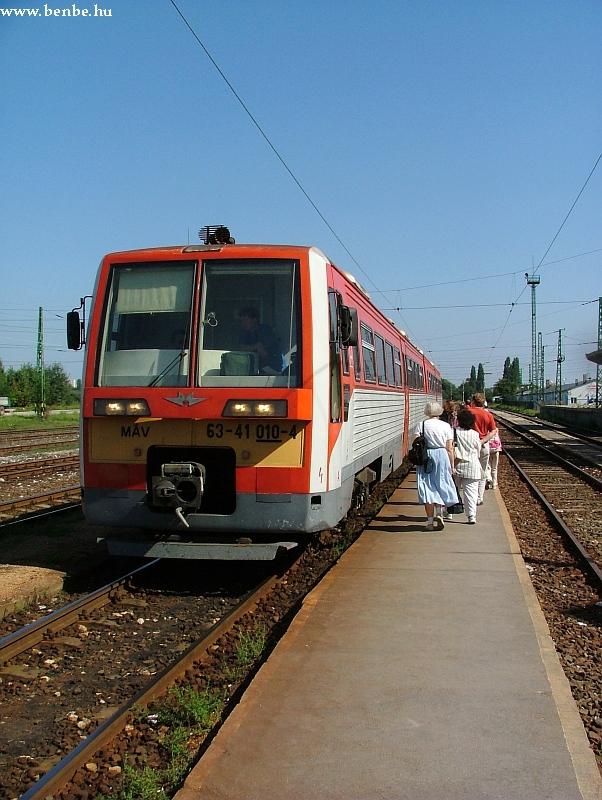6341 010-4 Óbuda állomáson fotó