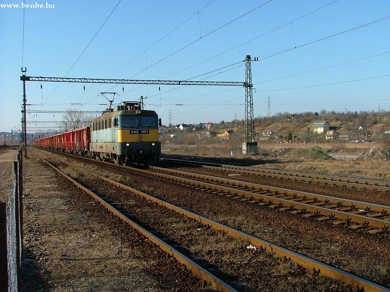 V43 1171 Nagytétény-Diósd állomáson fotó