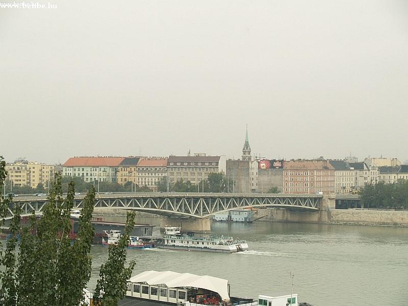 Nem a Petõfi-híd az érdekes... fotó