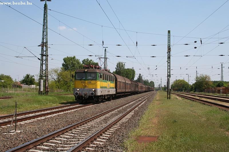 V43 333 halad át Ács állomáson fotó