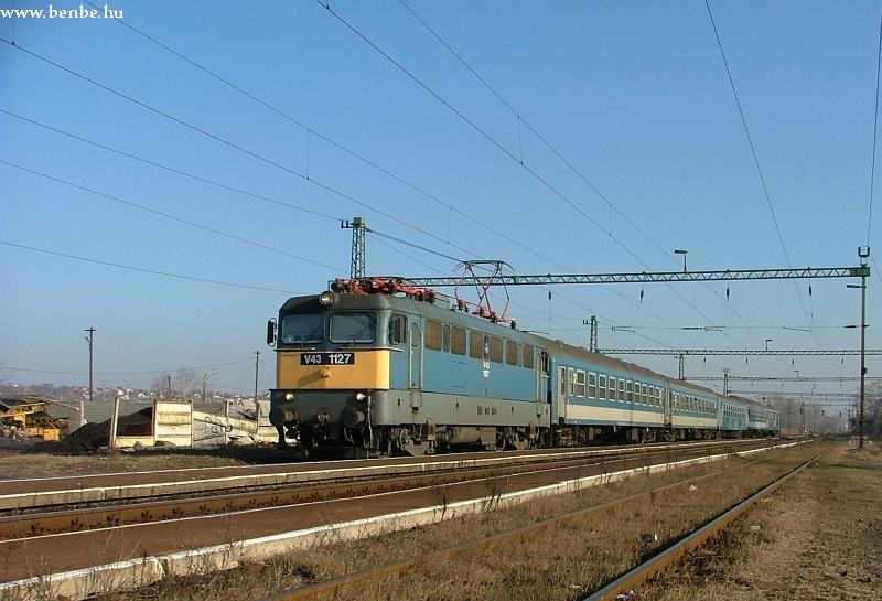 V43 1127 Nagytétény-Diósd állomáson fotó
