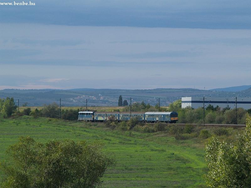 V43 1334 Biatorbágy állomáson fotó