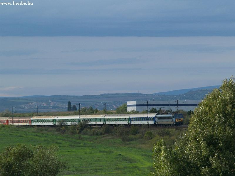 V63 047 Biatorbágy elõtt a késett Báthory vonattal fotó