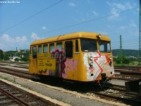 A maintenance railcar at Óbuda station
