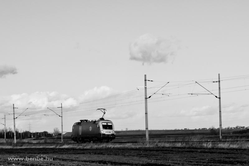 A MÁV-TR 91 55 0 470 002-1 (ex-1047 002-9) Pusztaszabolcs és Iváncsa között gépmenetben fotó