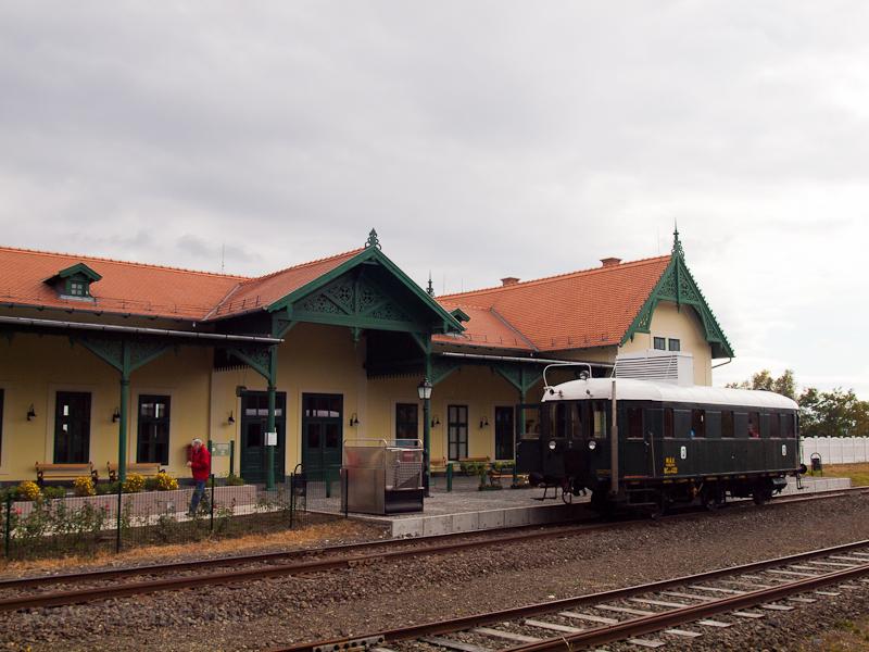 A MÁV Nosztalgia kft. - Szentendrei Szabadtéri Néprajzi Múzeum BCmot 422 Skanzen főbejárat állomáson fotó