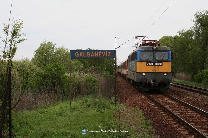 V43 1038 Galgahévíznél fotó