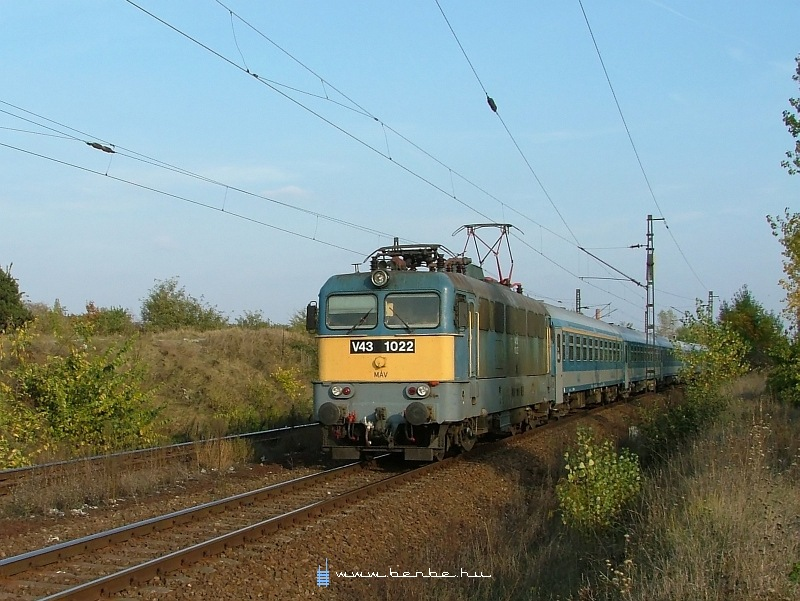 V43 1022 Kõbánya-felsõnél fotó