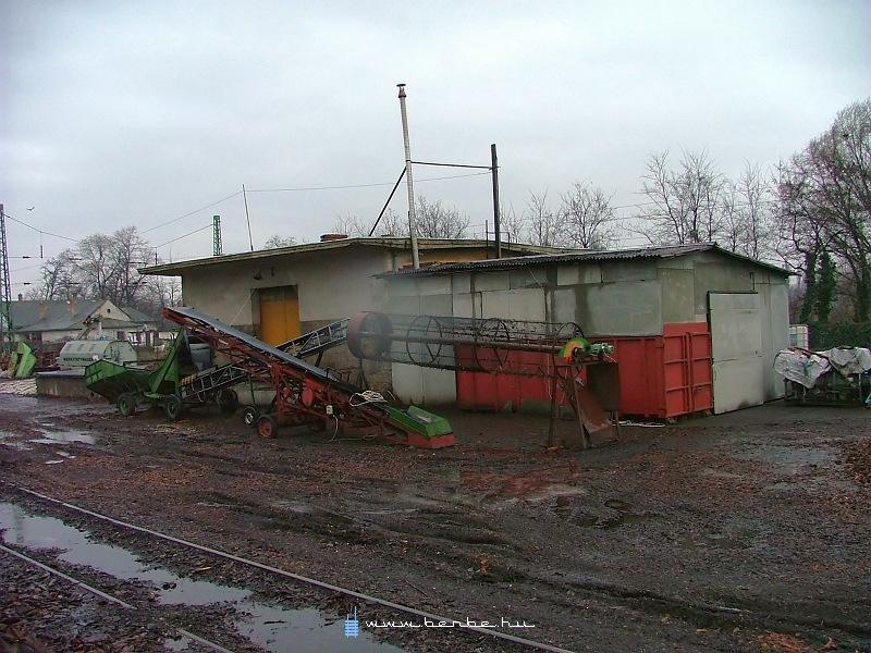Rákoskeresztúr állomáson ma fakéreg-malom mûködik fotó