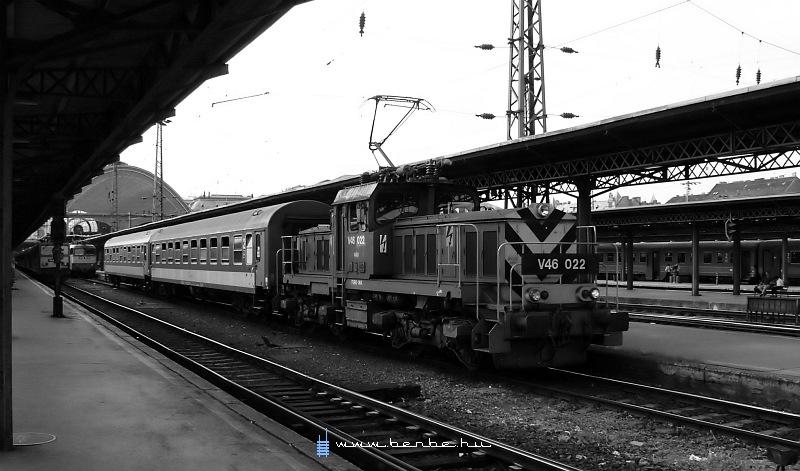 V46 022 a Keleti pályaudvaron fotó