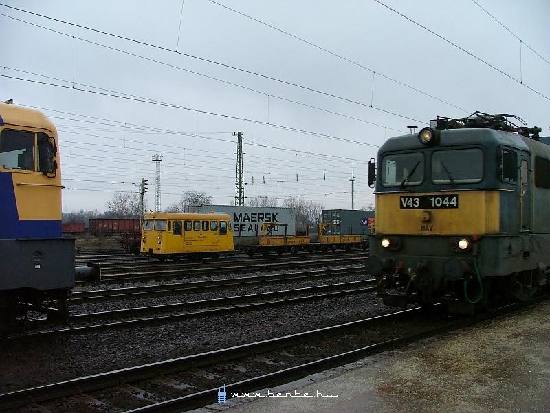 V43 1044 és TVGnh-1268 Rákoson fotó