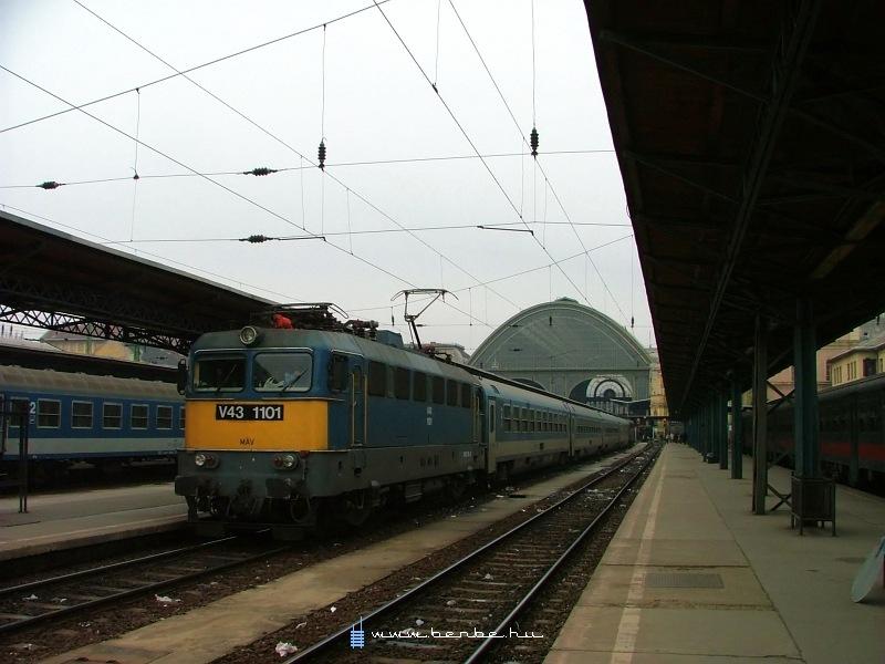 V43 1101 a Keleti pályaudvaron fotó
