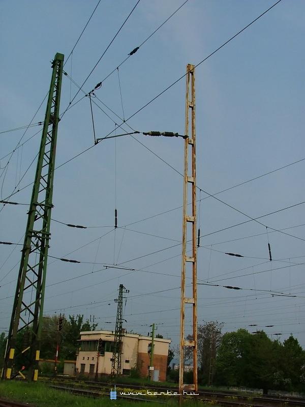 Érdekes felsõvezeték Kõbánya-felsõn fotó