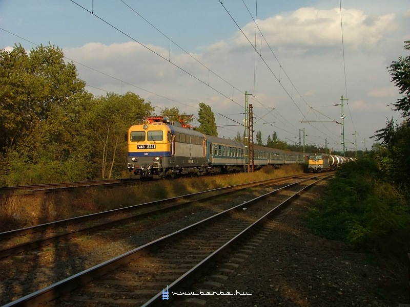 V43 2241 és 1342 Kõbánya-felsõnél fotó