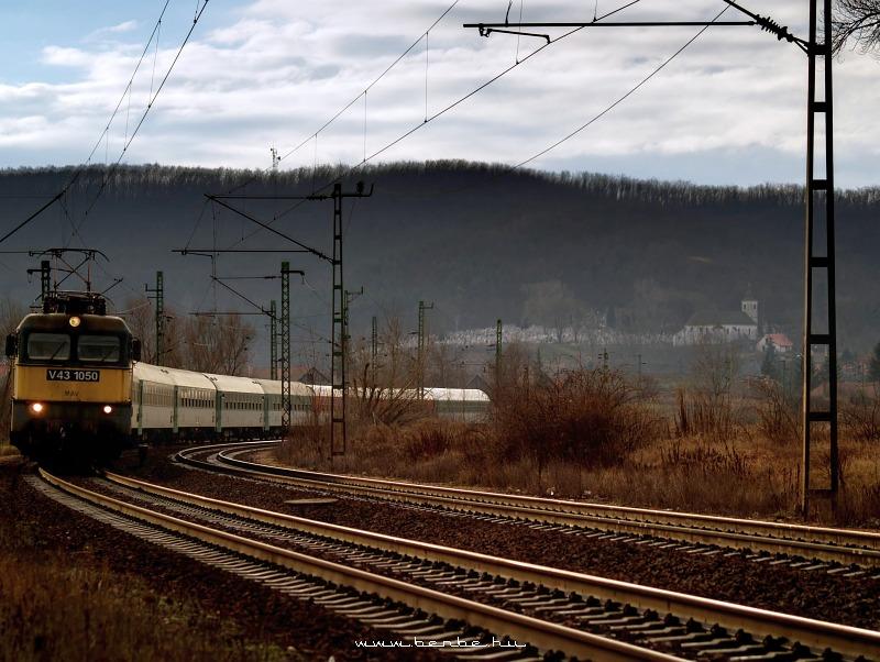 V43 1050 Isaszegen fotó