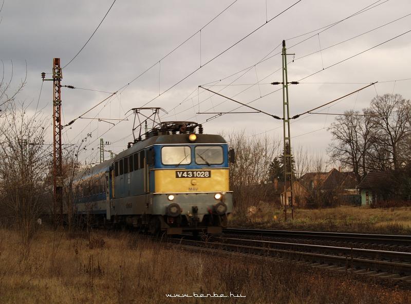 V43 1028 Isaszegen fotó