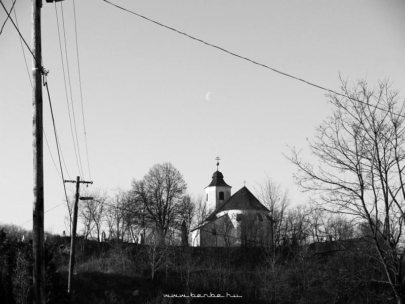 A korábbi vonatos fotókon szereplõ templom fotó