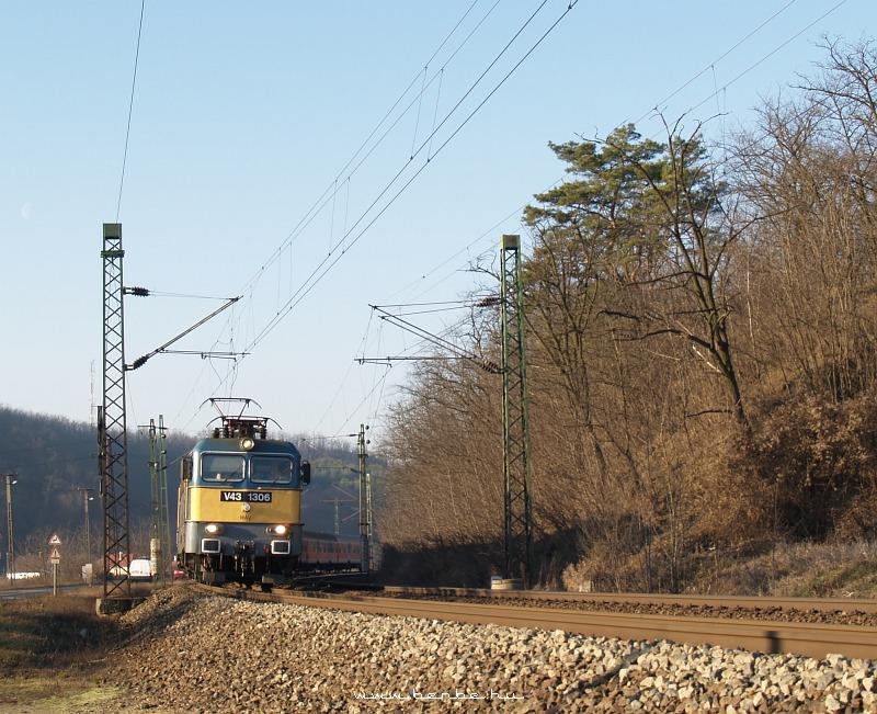V43 1306 Isaszegnél fotó