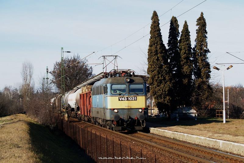 V43 1031 Máriabesnyõnél fotó