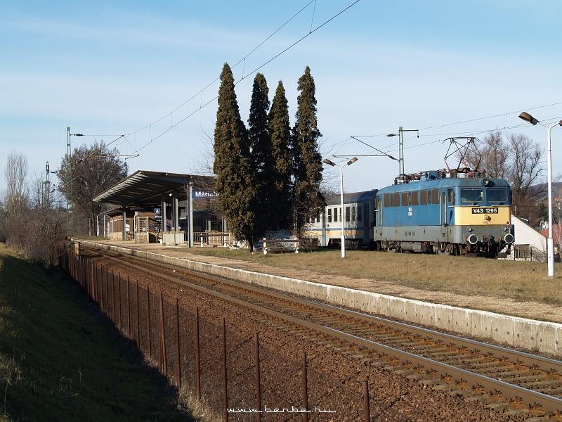 V43 1295 Máriabesnyõnél fotó