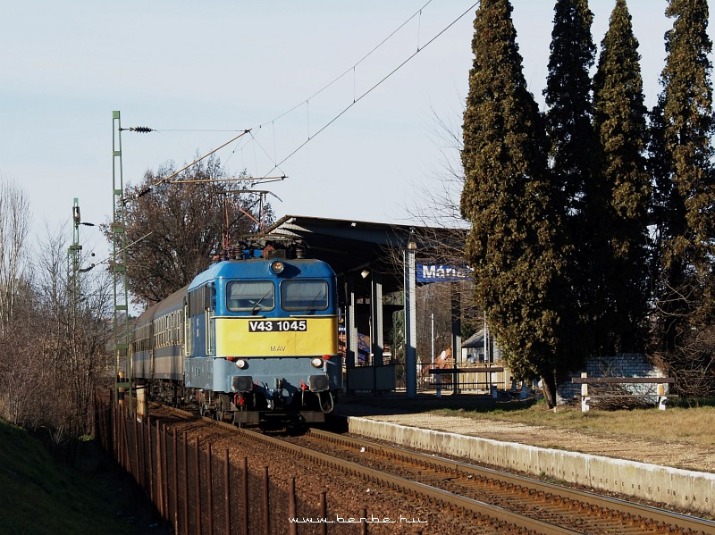 V43 1045 Máriabesnyõnél fotó