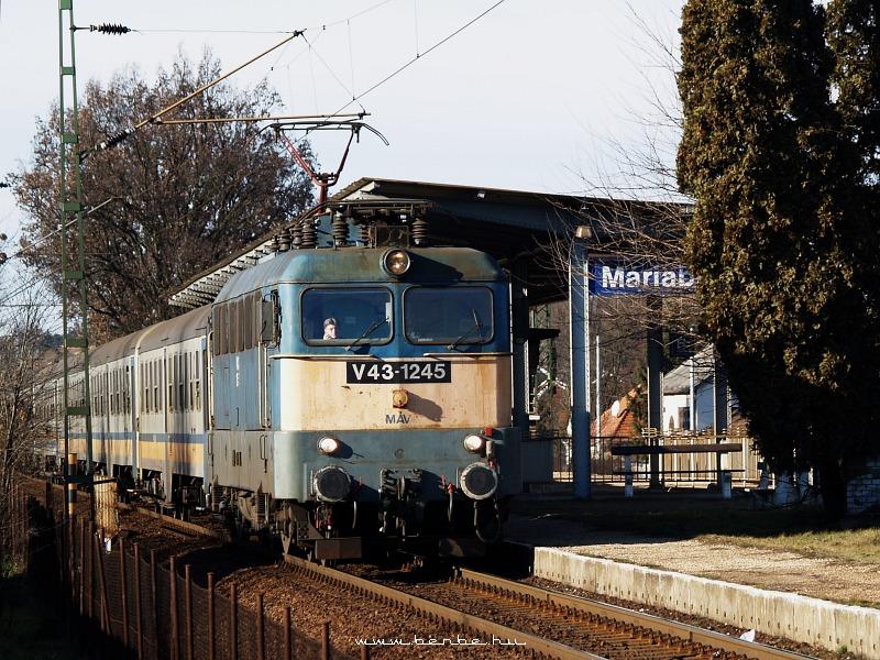 V43 1245 Máriabesnyõnél fotó