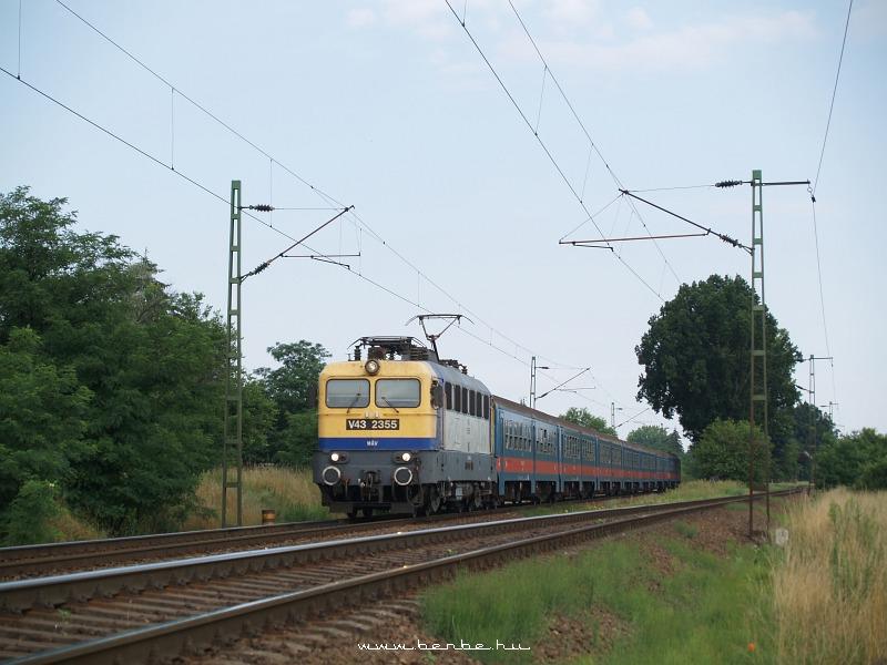 V43 2355 a Máriabesnyõn fotó