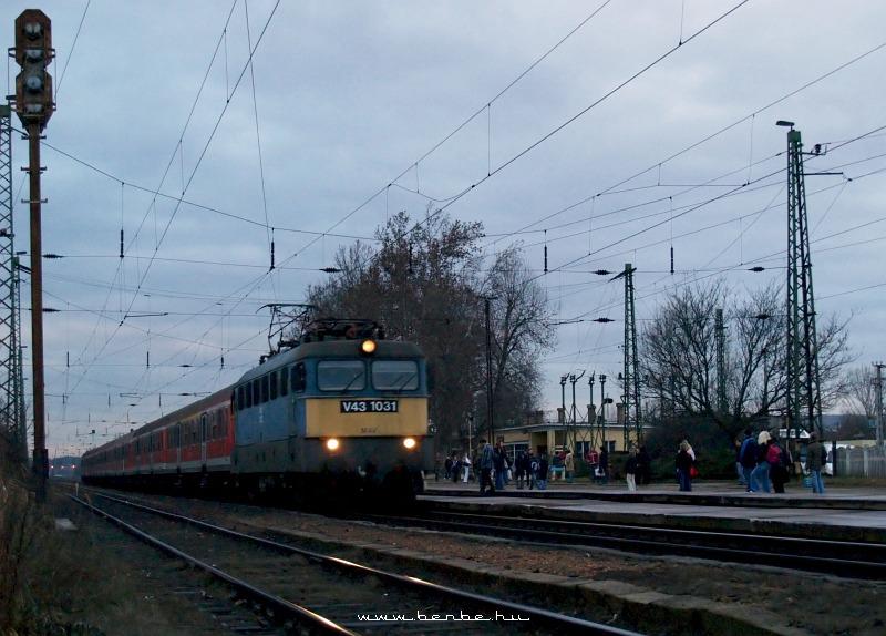 V43 1031 Isaszegen fotó