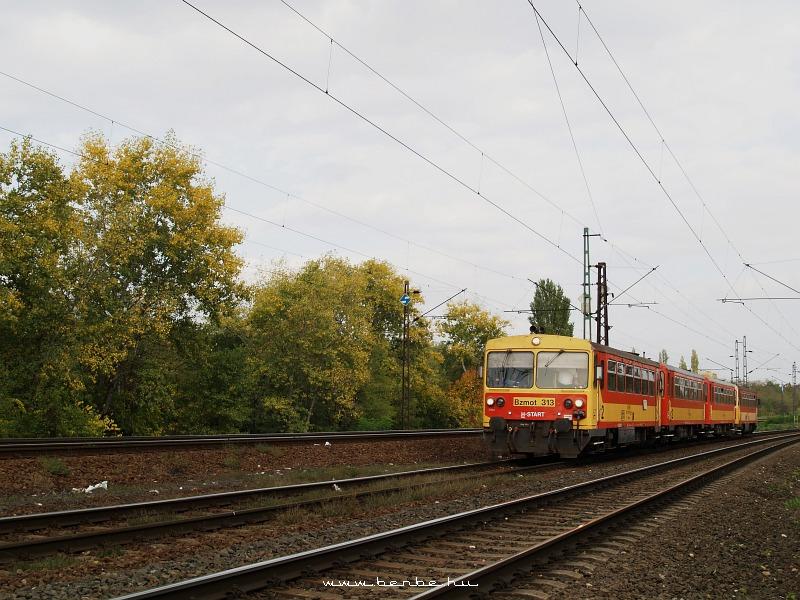 Bzmot 313 az alsó pályán Rákos és Kõbánya-felsõ között fotó