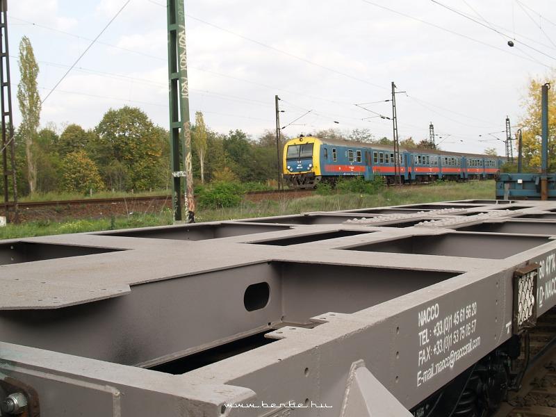 Teherkocsi és vezérlõkocsi Rákosnál fotó
