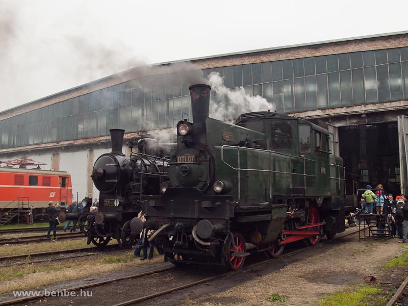 Az üzemelő gőzösök: az ÖBB DTI 07 pályaszámú poggyászmotorkocsi és a szlovákok 331,037-ese, egy 375 sorozatú gőzmozdony fotó