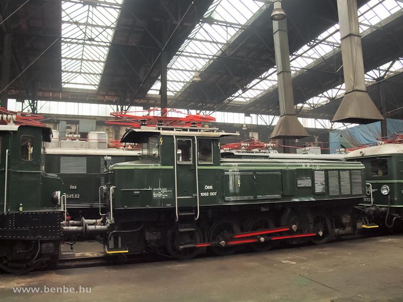 Az ÖBB 1062.07 pályaszámú nosztalgia-tolatómozdonya Strasshofban fotó