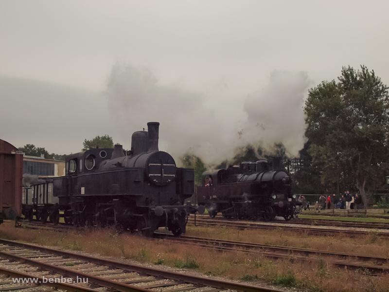 Az Osztrák Államvaspálya-társaság 229.222 pályaszámú, szertartályos gőzmozdonya Strasshofban fotó